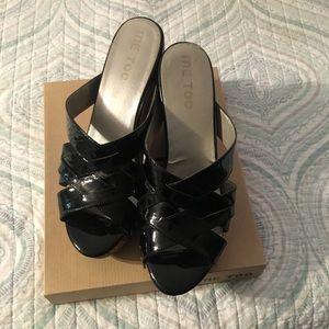 Size 10 black patent me too jafar wedge sandals
